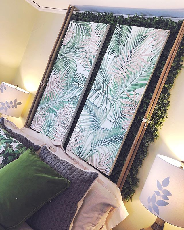 I am literally LOVING the whole greenery/palm leaf vibes! 😩 This decor was featured in @bachmans Ideas House. Literal INSPIRATION 🌿 * * #bachmansideahouse #summerdecor #homedecor #homeinspo #summervibes #noplacelikehome #bachmans #homestyle #southwesterndecor