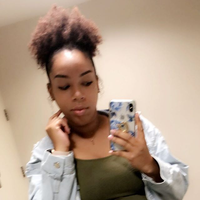I hate when I get a cute picture but it turns out blurry 🤦🏽♀️ * Who else knows the struggle 😩😩 * #selfie #style #natural #minneapolisblogger #burrybutcute