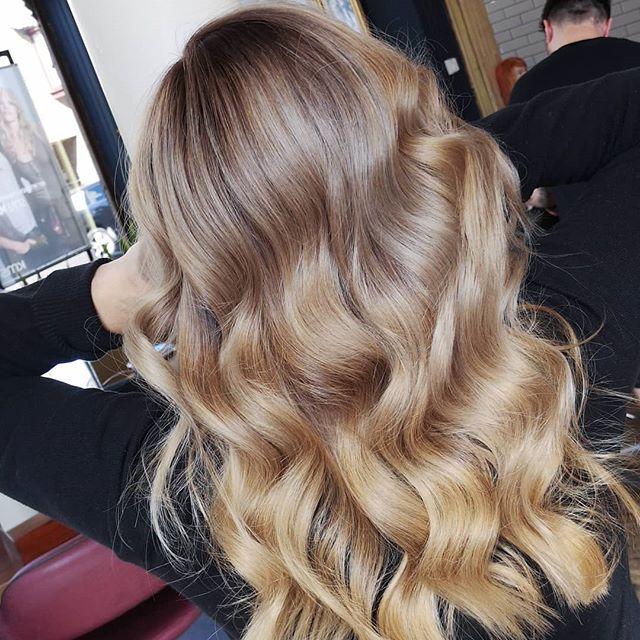 All-year-round blonde, anyone? 💁♀️ Styled by the fab @ellehairo 💯 #BalayageForLIfe #NotJustForSummer • • • #goldwell #goldwelluk #dysonsupersonic #iamgoldwell #behindthechair #fellowshiphair #balayagist #balayage