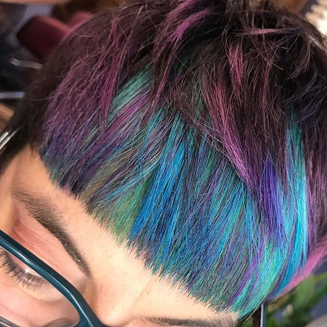 Wild start to the weekend with THE COOLEST FRINGE IN THE SOUTH! Layered unicorn magic by @prettyhorrific — bold, vibrant, sharp 🔥 • • • #rainbowhair#rainbow#goldwell #fringe #elumen #haircolor#colormania#vividhaircolour#haircolor #iamgoldwell#licensedtocreate#hairart#hampshiresalon #modernsalon