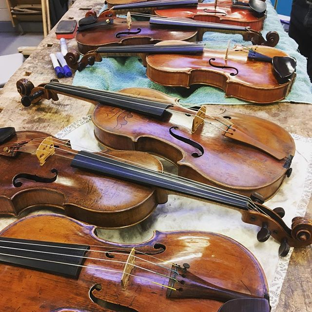 We've had a fantastic afternoon with BVMA chairman @mrstradman talking to the students about violin identification and some of the interesting violins he's currently selling. Thanks, Ben!
