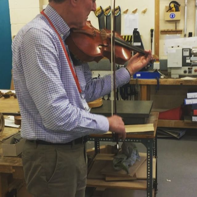 Richard and Ruth playing around on Richards recently completed viola this afternoon 👏🏻