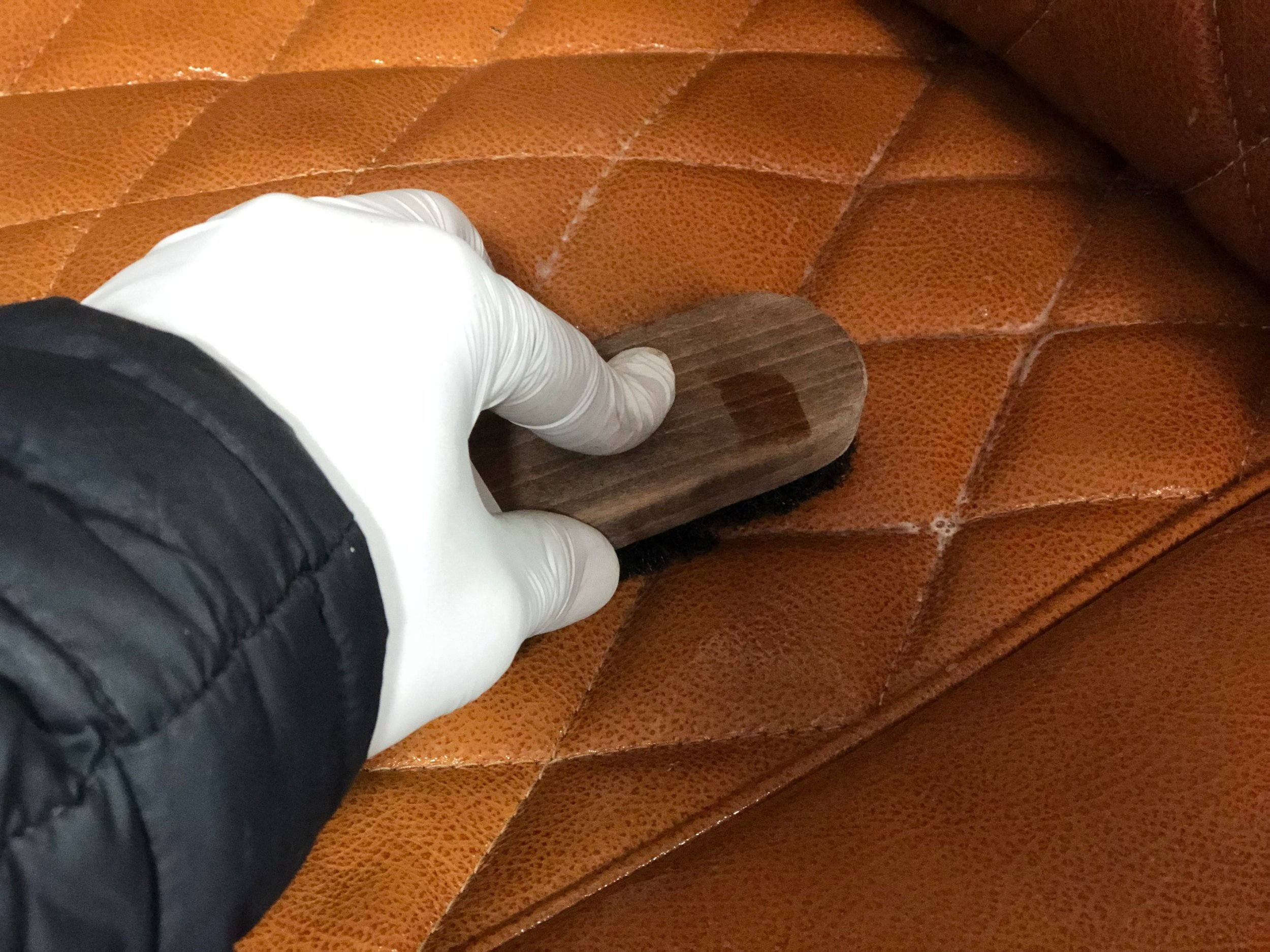leather+cleaning+on+car+seat+%282%29.jpg