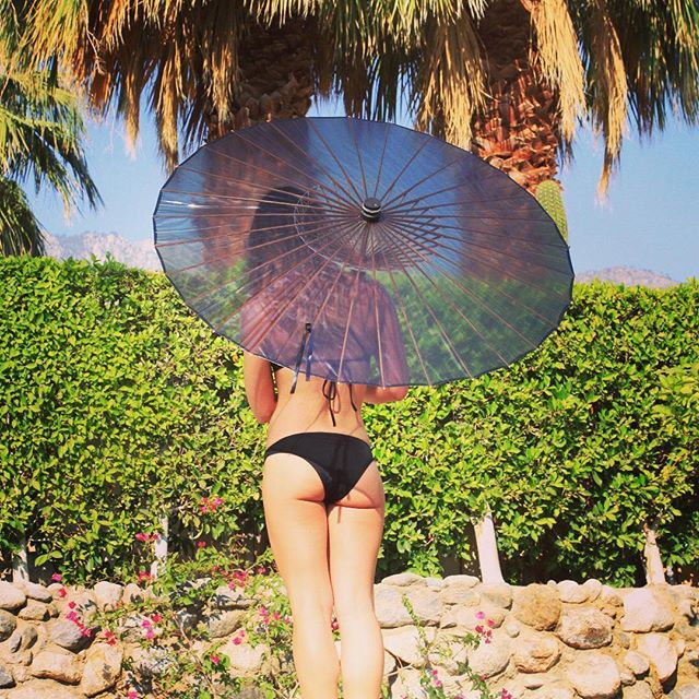 The BRELLI: your perfect summer accessory . . . . . . . . #Repost @la_akua_palm_springs ・・・ A #parasol is the perfect solution for extreme #sunny environments. #palmsprings #laakuastore #palmspringslife #palmspringsstyle #thebrelli #sunprotection