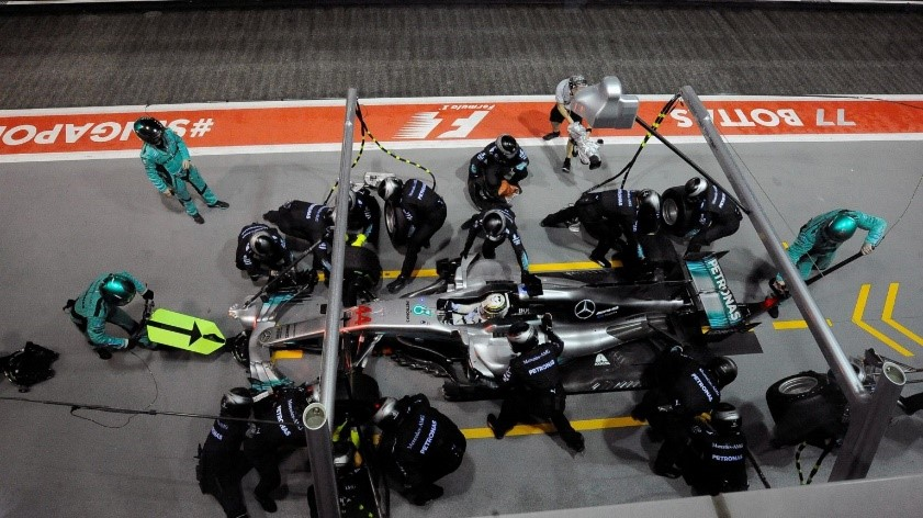 Hamilton staying out on intermediates for a bit longer and changing immediately to slicks was excellent strategy.
