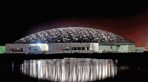 LE LOUVRE ABU DHABI    Tout le monde connaît le Louvre, la musée qui est située dans le cœur de Paris. C'est peut-être un des bâtiments les plus célèbres de Paris avec la pyramide qui est très distinctive. Dans la musée il y a environ trente-huit mille objets d'artet d'histoire. C'est sans doute la...  Par Oscar Smith