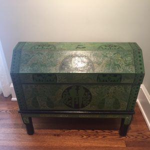 Beautiful antique chest - Come and see this at the sale!