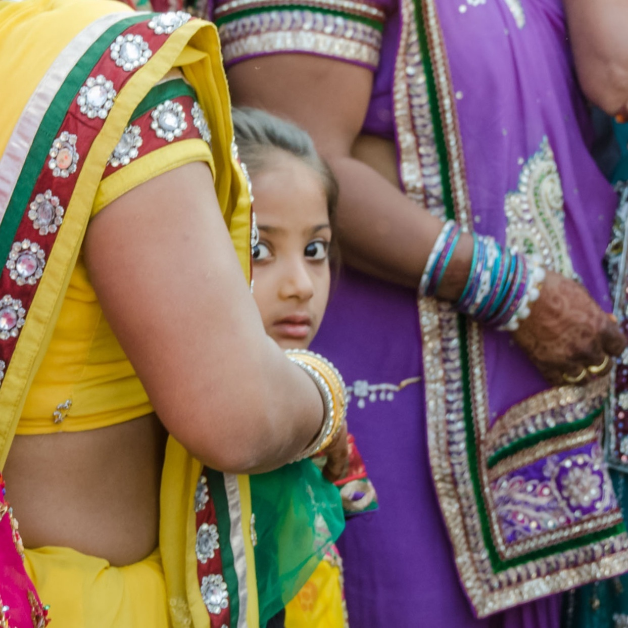 India-wedding-girl-glance-2014-02-14.jpg