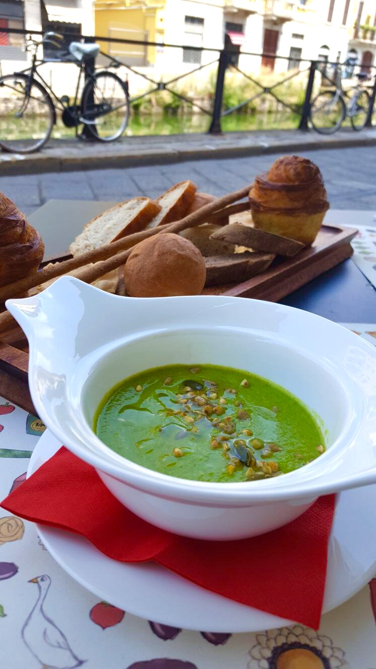 Al Pont de Ferr pea soup with house-made breads