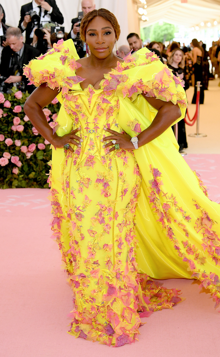 - SERENA WILLIAMS IN VERSACE W/ NIKE X OFF-WHITE SNEAKERS