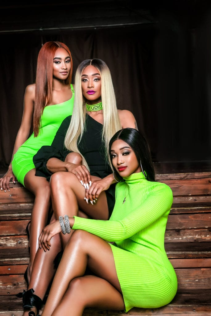 DELUX MAGAZINE SPRING 2019 TAMI ROMAN AND DAUGHTERS IN GREEN.jpg