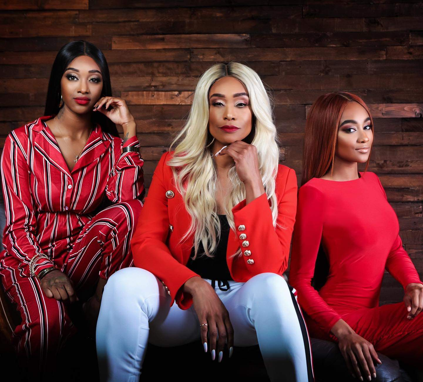 DELUX MAGAZINE SPRING 2019 TAMI ROMAN AND DAUGHTERS IN RED.jpg