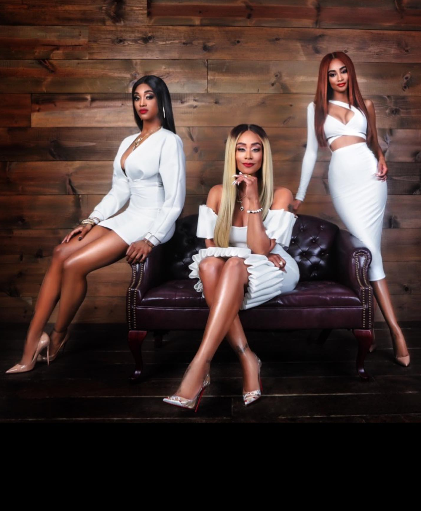 DELUX MAGAZINE SPRING 2019 TAMI ROMAN AND DAUGHTERS IN WHITE.png