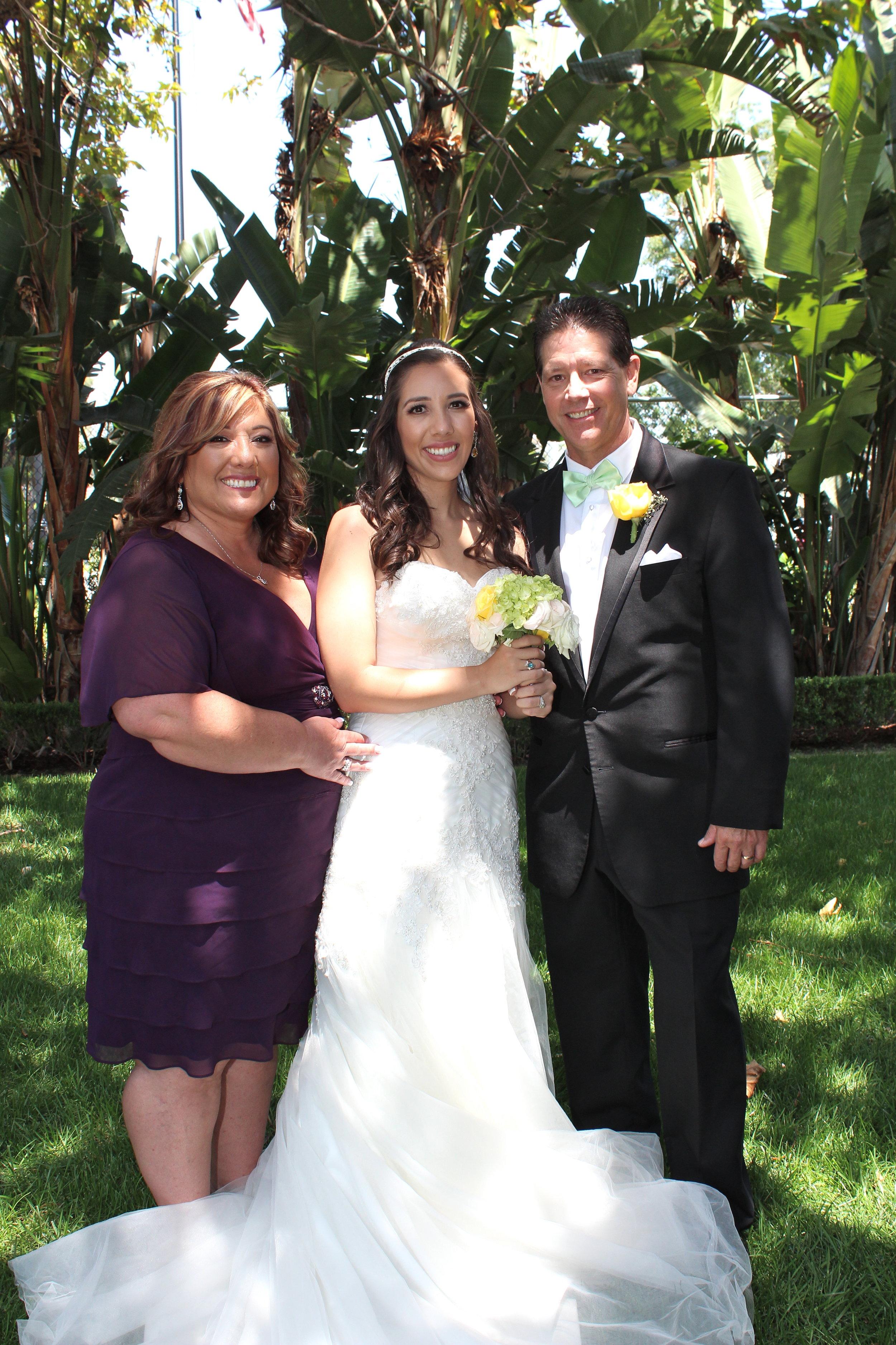 motherandfatherwithbrideparamountwedding