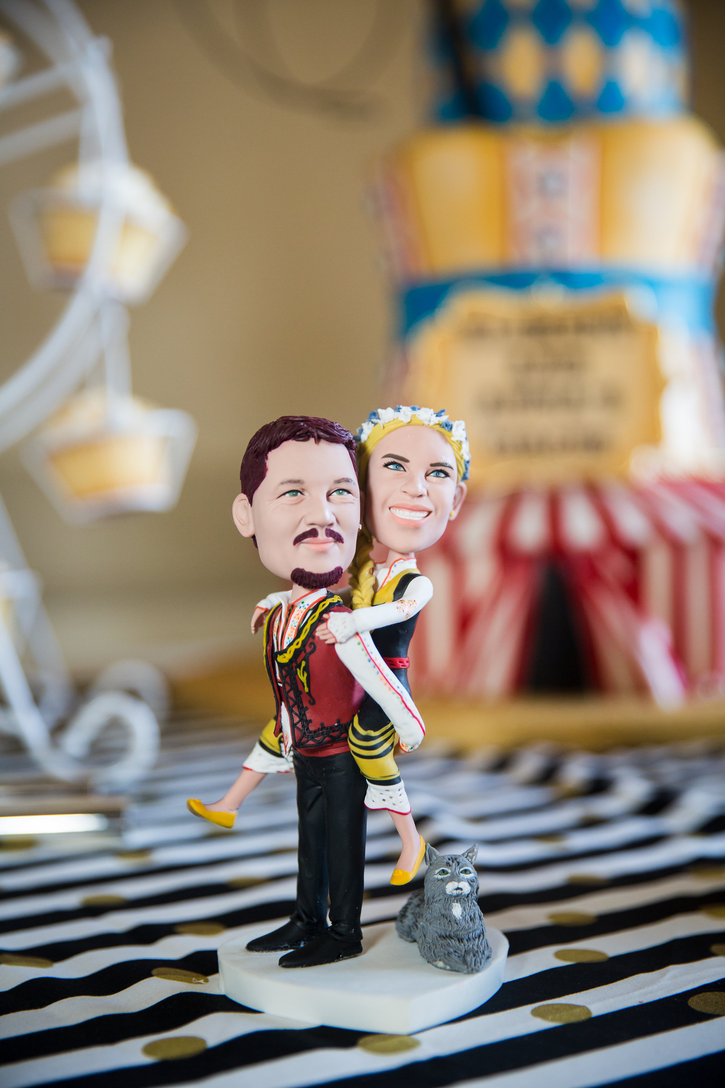 bobble head cake topper