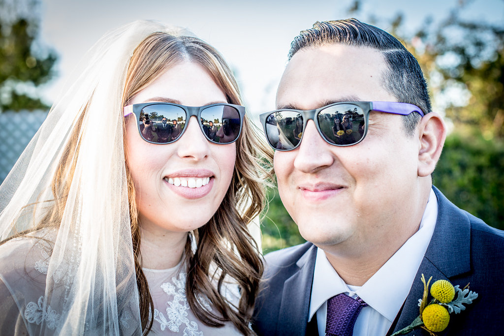 coolcouplewearssunglassesatwedding
