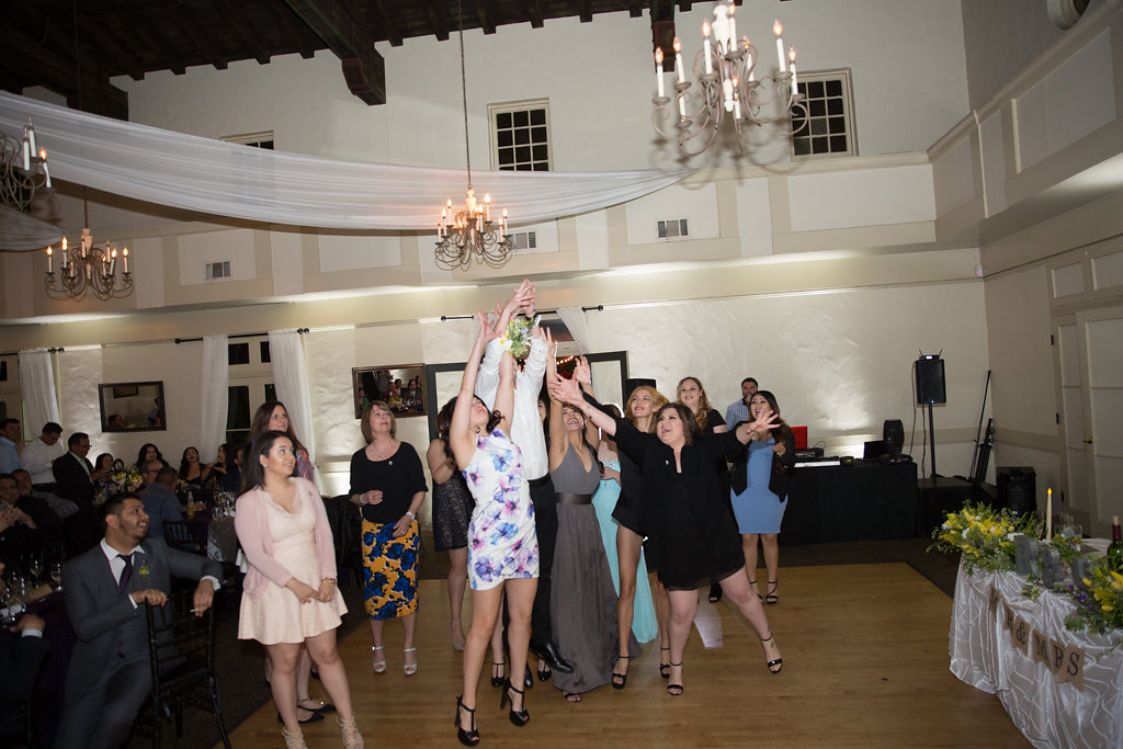 bouquet toss fight