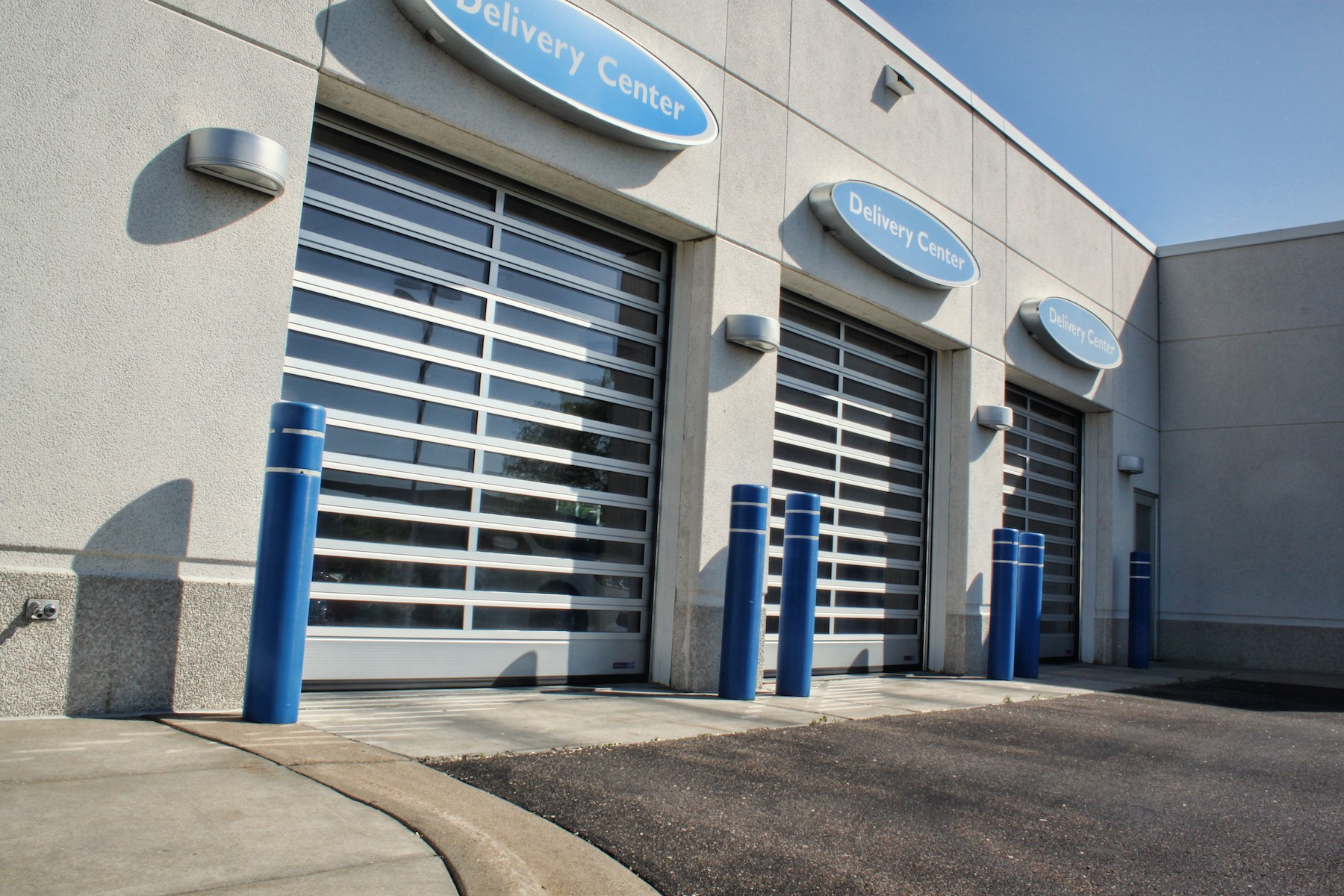Service Doors - Aluminum doors create a clean style that is perfect for automotive showrooms and repair centers, service stations, car washes, fire houses, restaurants, and sports complexes. These doors can be mounted stationary or operative as a stylish alternative for al fresco situations.