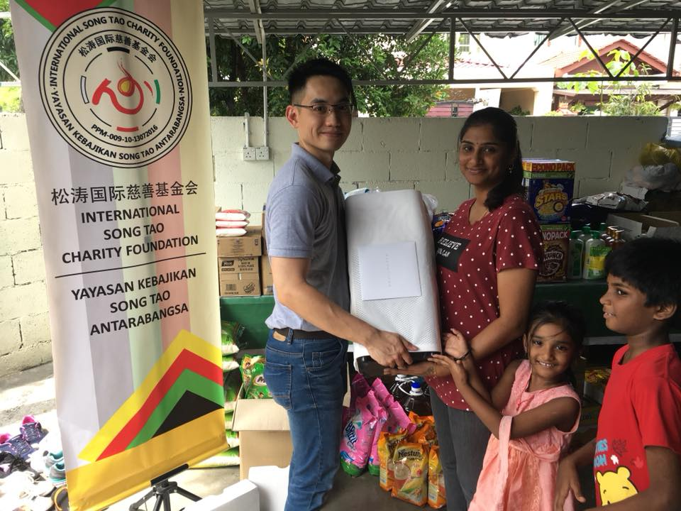 Our Chief of Activities, Mr. Khoo Chin Hooi donating a brand new air purifier on behalf of Ms. Dorothy Ng to Thangam Illam Welfare Society.