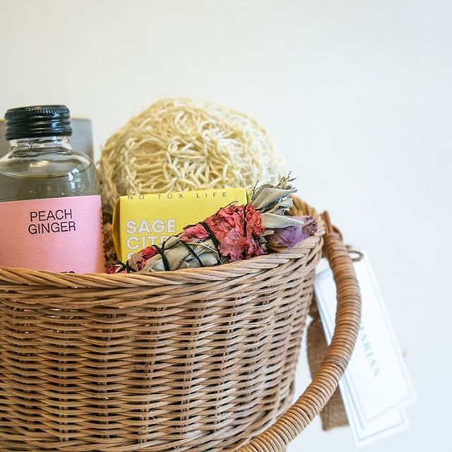 Peach and ginger cbd juice from @idrinkvybes and an assortment of other gifts for relaxing in the Wild Rye basket