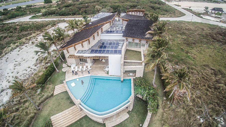 Villa-Oceania-paneles-solares.jpg