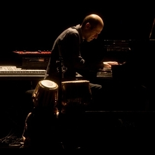 Daniel Aspuru al piano.