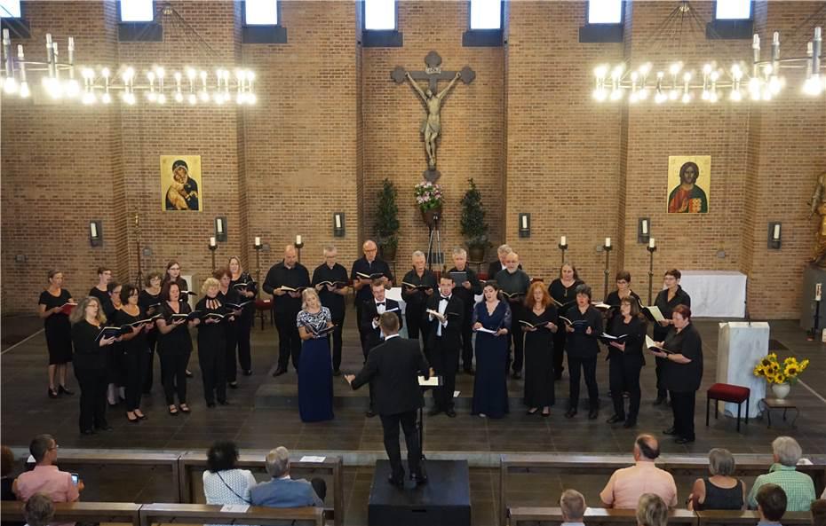 Der Projektchor des Kreis-Chorverbandes unter der Leitung von Tobias Patrick Wolf.