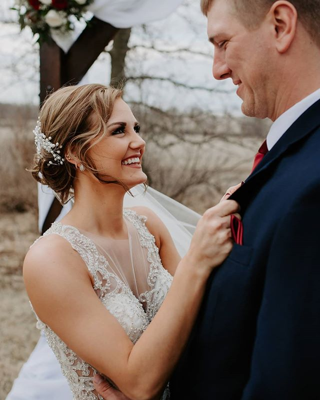 That look.  Shout-out to @erinrenphoto for the second shooting opportunity!  #omahaweddingphotographer #nebraskawedding #nebraskaphotographer #omahawedding #nebraskawedding #wednebraska #midwestphotographer #neweddingday #nebraskabride #nebraskaweddingphotographer #midwestbride #dcpresets #intimateweddingphotographer #elopementphotographer #adventureweddingphotographer #junebugweddings #theknot #tearlessphotographer #omaha #nebraska #edgybride #freespirits #nebride #authenticweddingphotography #lincolnweddingphotographer