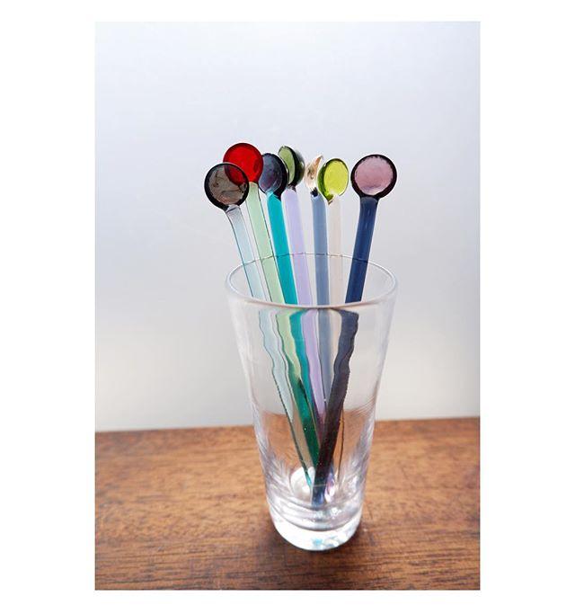 明日からGWですね。が、家族も私も仕事柄いつも通りなので特に変わりなく、オンラインショップも通常通り営業致します👌🏻ただご選択の配達方法によっては、いつもより配達日数かかりますので、お気をつけ下さい🌱 // We will have 10days holidays from this Saturday, super rare thing to happen in JP😅Online shop is opening as usual but takes some extra days to ship🙏💦 . . . . . #glass #glas #handmade #håndlavet #faitmain #spoon #ske #muddlers #stirrers #cocktailstirrers #cocktails #cafe #design #køkken #borddekking #tableware #rum #kanamitakedaceramics #ガラス #マドラー #スプーン #デザイン #クラフト #ハンドメイド #iichi #minne #creema #おうちカフェ #カフェ #テーブルコーディネート