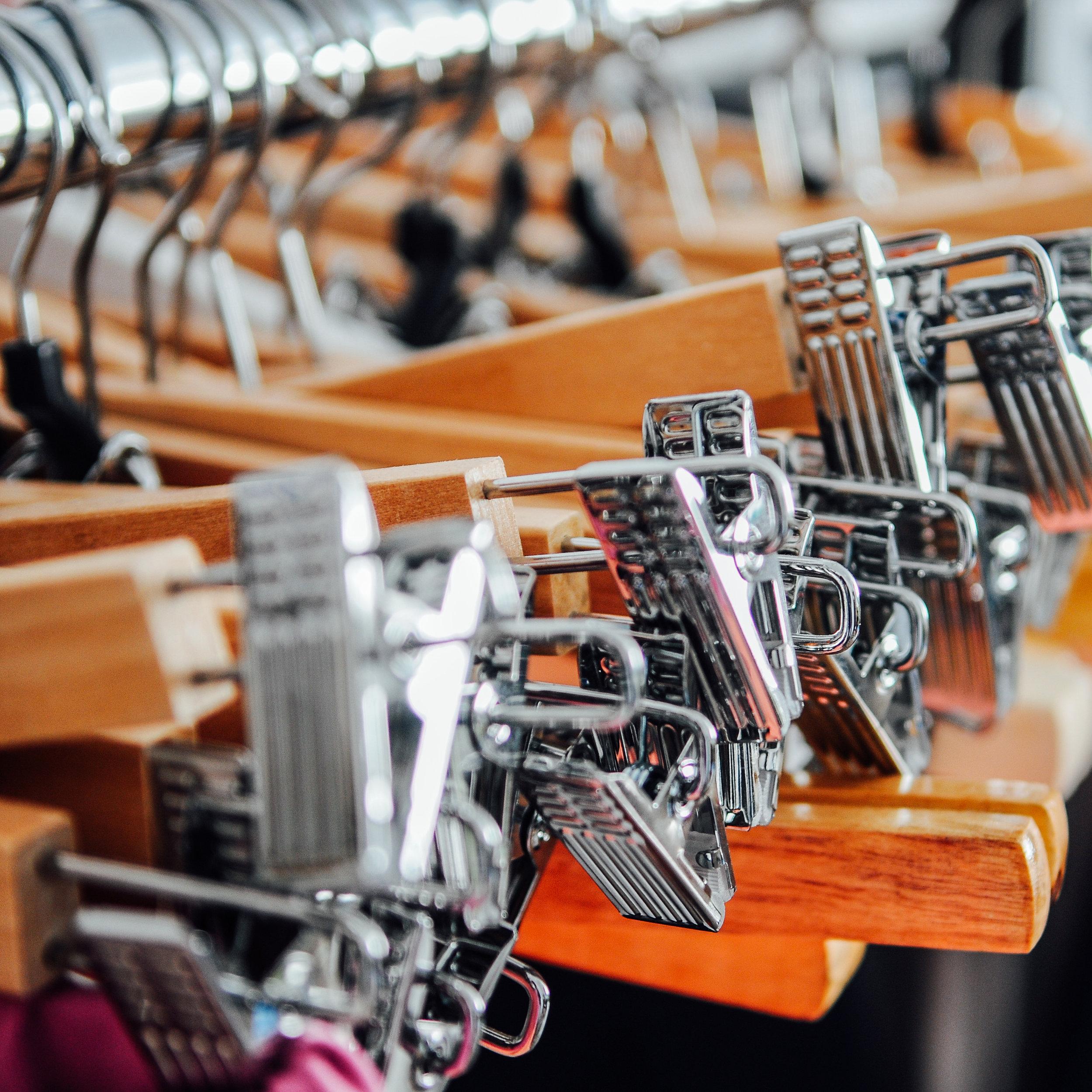 hangers-metal-wood-clothes-80412.jpg