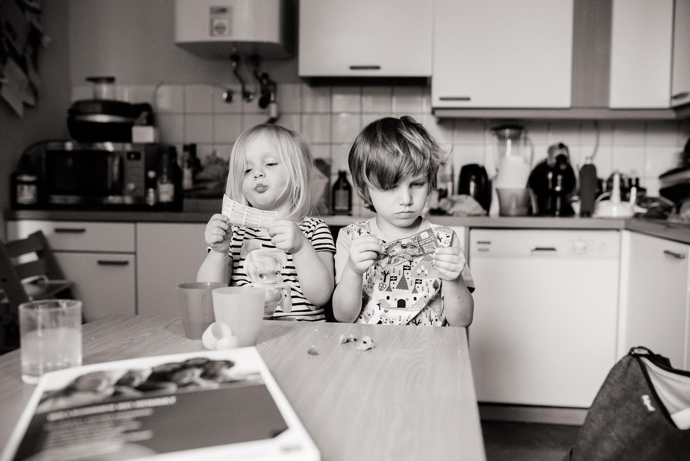 Bruder und Schwester streiten