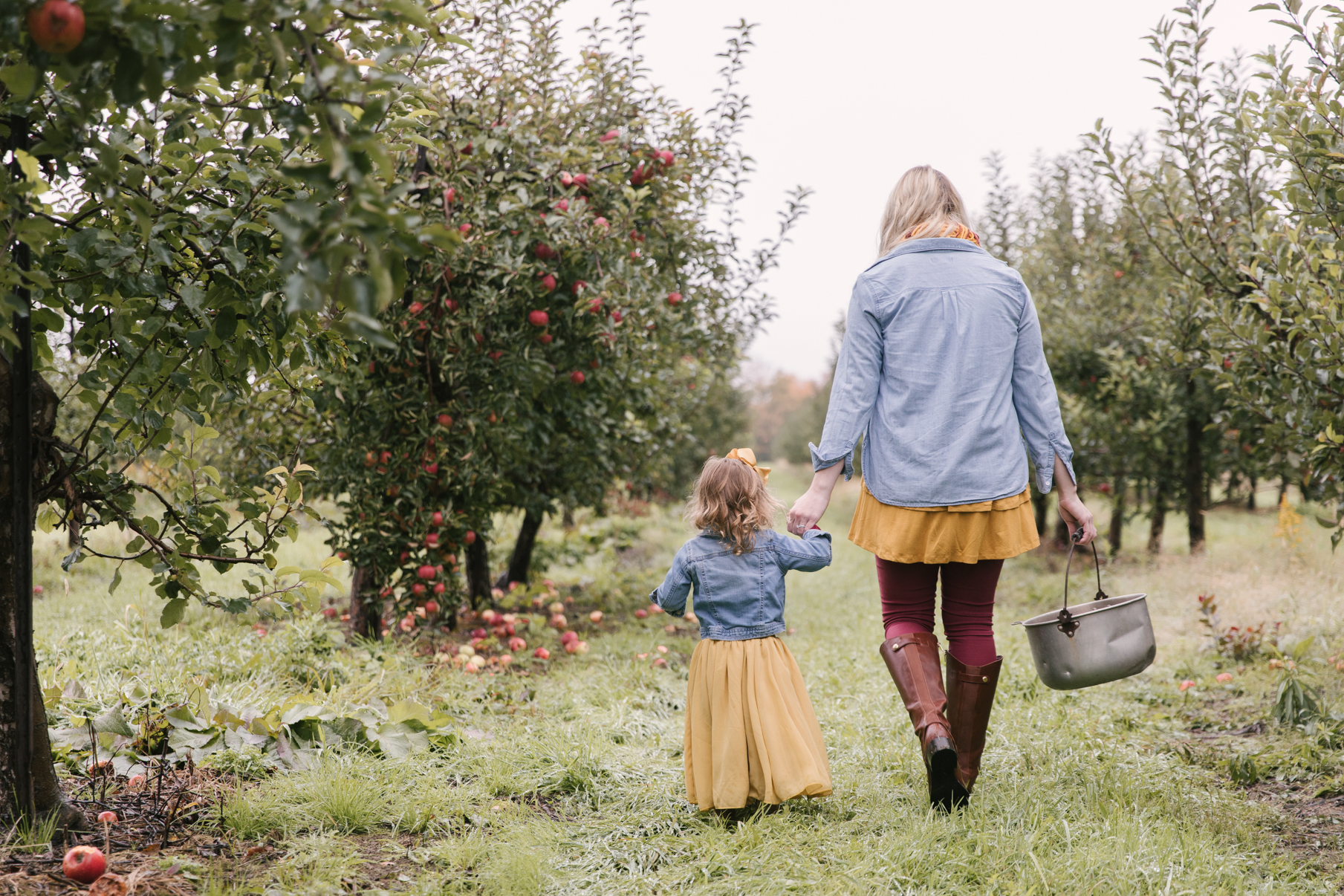 family-photography-session-at-hartford-apple-orchards-hartford-ohio-by-family-photographer-christie-leigh-photo-24.JPG