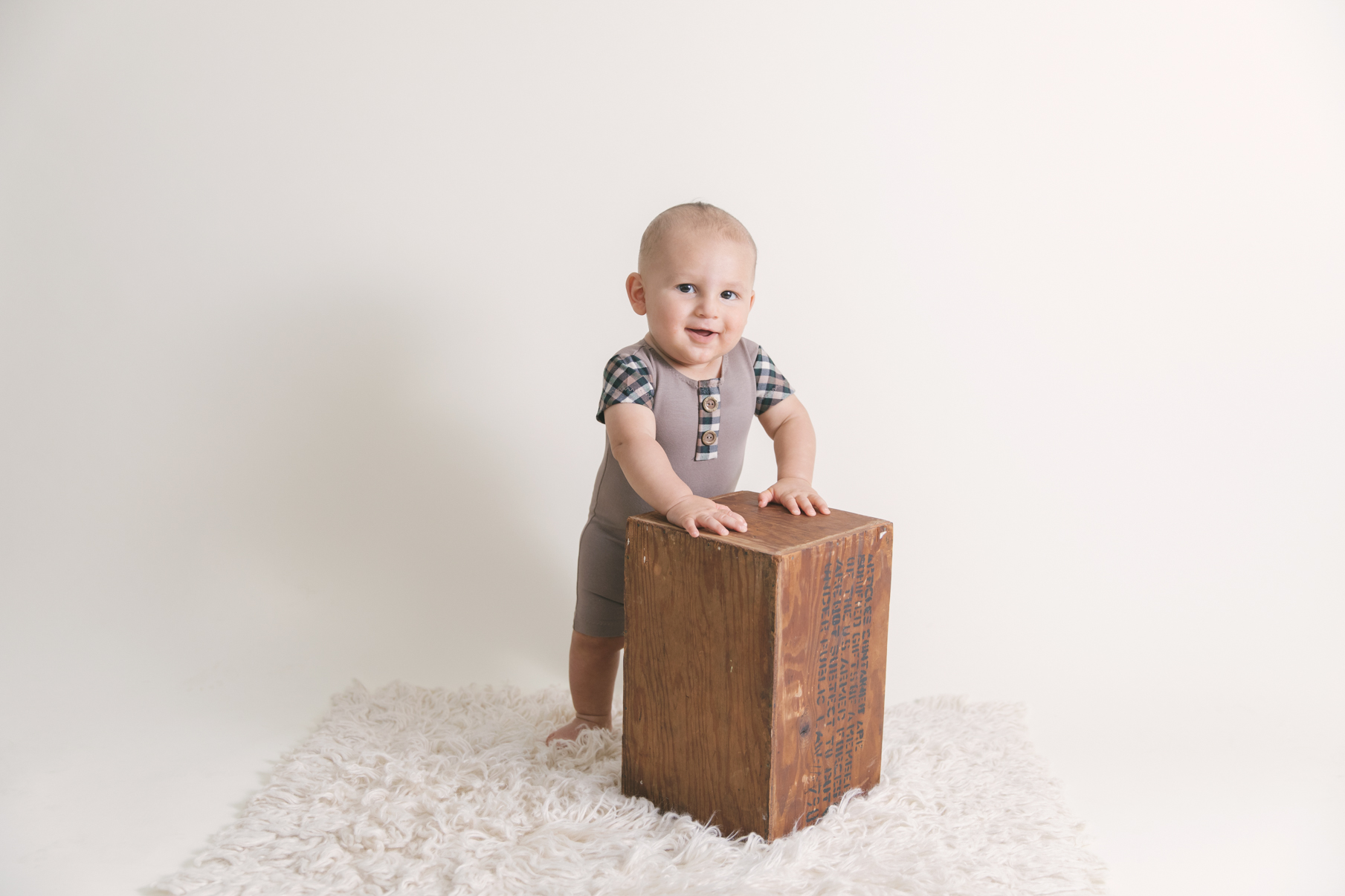 studio-milestone-session-three-six-nine-sessions-first-year-sessions-by-christie-leigh-photo-maternity-and-newborn-photographer-15.JPG