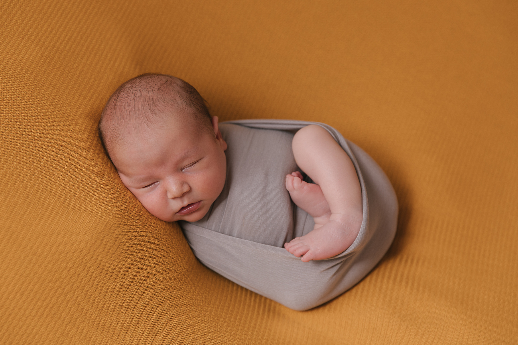 Kinsman_Ohio_Baby_Boy_Taco_Pose_Newborn_photography_by_Christie_Leigh_Photo_in_Cortland_Ohio-022.jpg