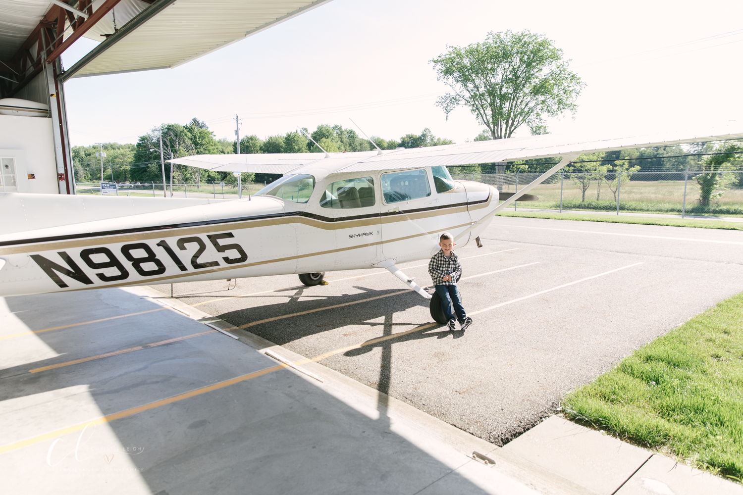 Aviation_Themed_Fourth_Birthday_at_Youngstown_Airport_Hanger_Vienna_OH_by_Child_and_Family_Photographer_Christie_Leigh_Photo-7.JPG