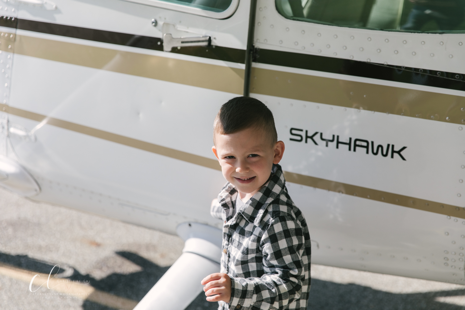 Aviation_Themed_Fourth_Birthday_at_Youngstown_Airport_Hanger_Vienna_OH_by_Child_and_Family_Photographer_Christie_Leigh_Photo-3.JPG