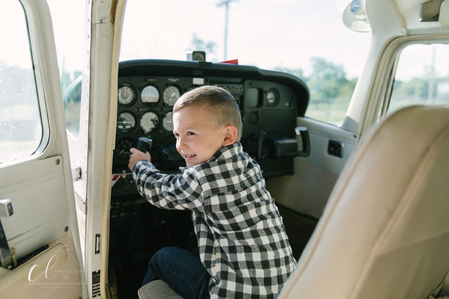 Aviation_Themed_Fourth_Birthday_at_Youngstown_Airport_Hanger_Vienna_OH_by_Child_and_Family_Photographer_Christie_Leigh_Photo-6.JPG