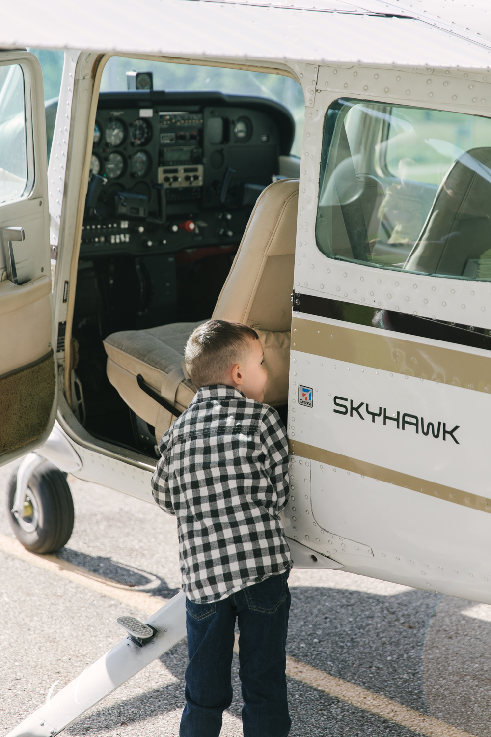 Aviation_Themed_Fourth_Birthday_at_Youngstown_Airport_Hanger_Vienna_OH_by_Child_and_Family_Photographer_Christie_Leigh_Photo-4.JPG