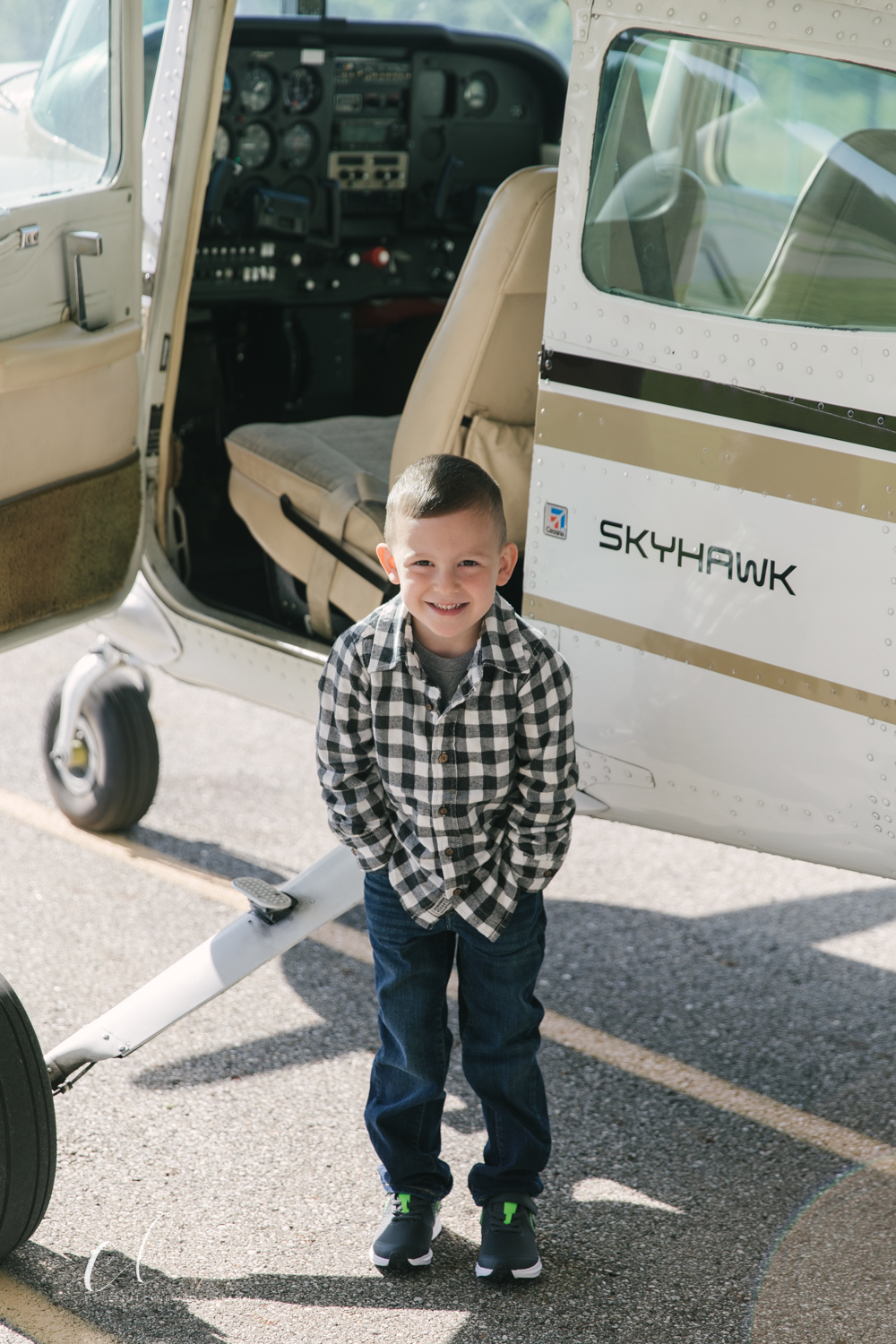 Aviation_Themed_Fourth_Birthday_at_Youngstown_Airport_Hanger_Vienna_OH_by_Child_and_Family_Photographer_Christie_Leigh_Photo-5.JPG