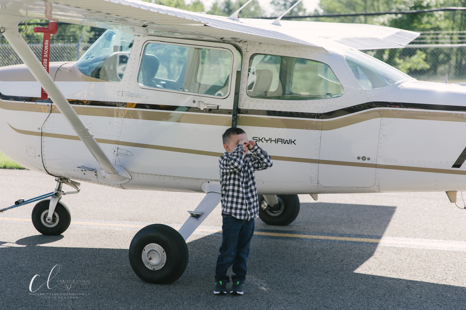 Aviation_Themed_Fourth_Birthday_at_Youngstown_Airport_Hanger_Vienna_OH_by_Child_and_Family_Photographer_Christie_Leigh_Photo-13.JPG
