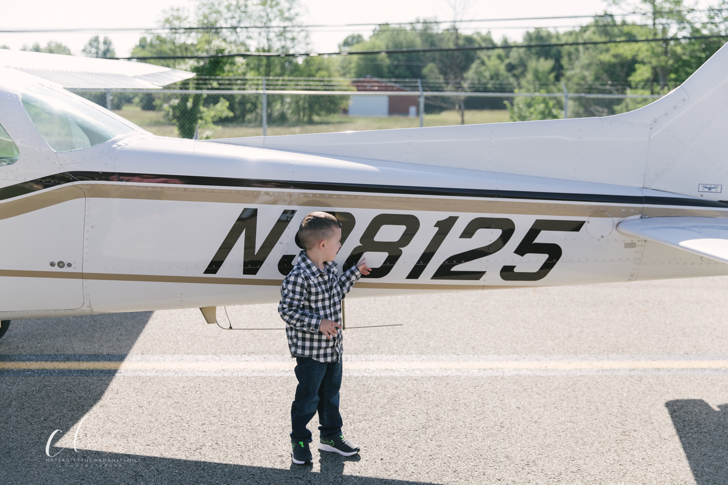 Aviation_Themed_Fourth_Birthday_at_Youngstown_Airport_Hanger_Vienna_OH_by_Child_and_Family_Photographer_Christie_Leigh_Photo-15.JPG
