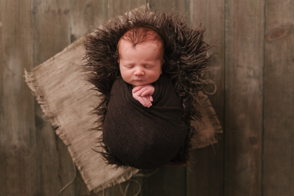 Newborn_Rustic_Boy_Theme_Newborn_Session_in_Howland_Ohio_with_Newborn_Photographer_Christie_Leigh_Photo_in_Farmdale_OH-003.JPG