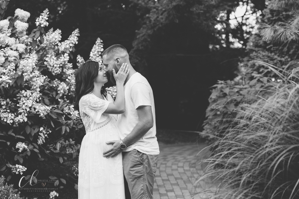 Romantic_Maternity_Session_in_MIllcreek_Metro_Park_Garden_Themed_Materntiy_Session_at_Fellows_Riverside_Gardens_in_Youngstown_Ohio_By_Maternity_and_Newborn_Photographer_Christie_Leigh_Photo-31.JPG