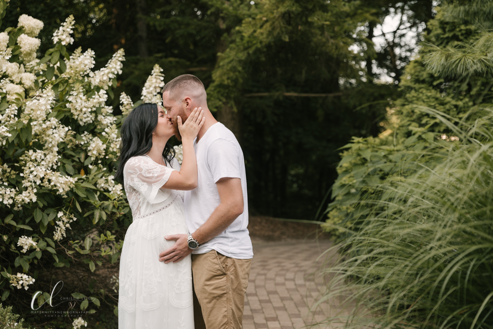 Romantic_Maternity_Session_in_MIllcreek_Metro_Park_Garden_Themed_Materntiy_Session_at_Fellows_Riverside_Gardens_in_Youngstown_Ohio_By_Maternity_and_Newborn_Photographer_Christie_Leigh_Photo-7.JPG