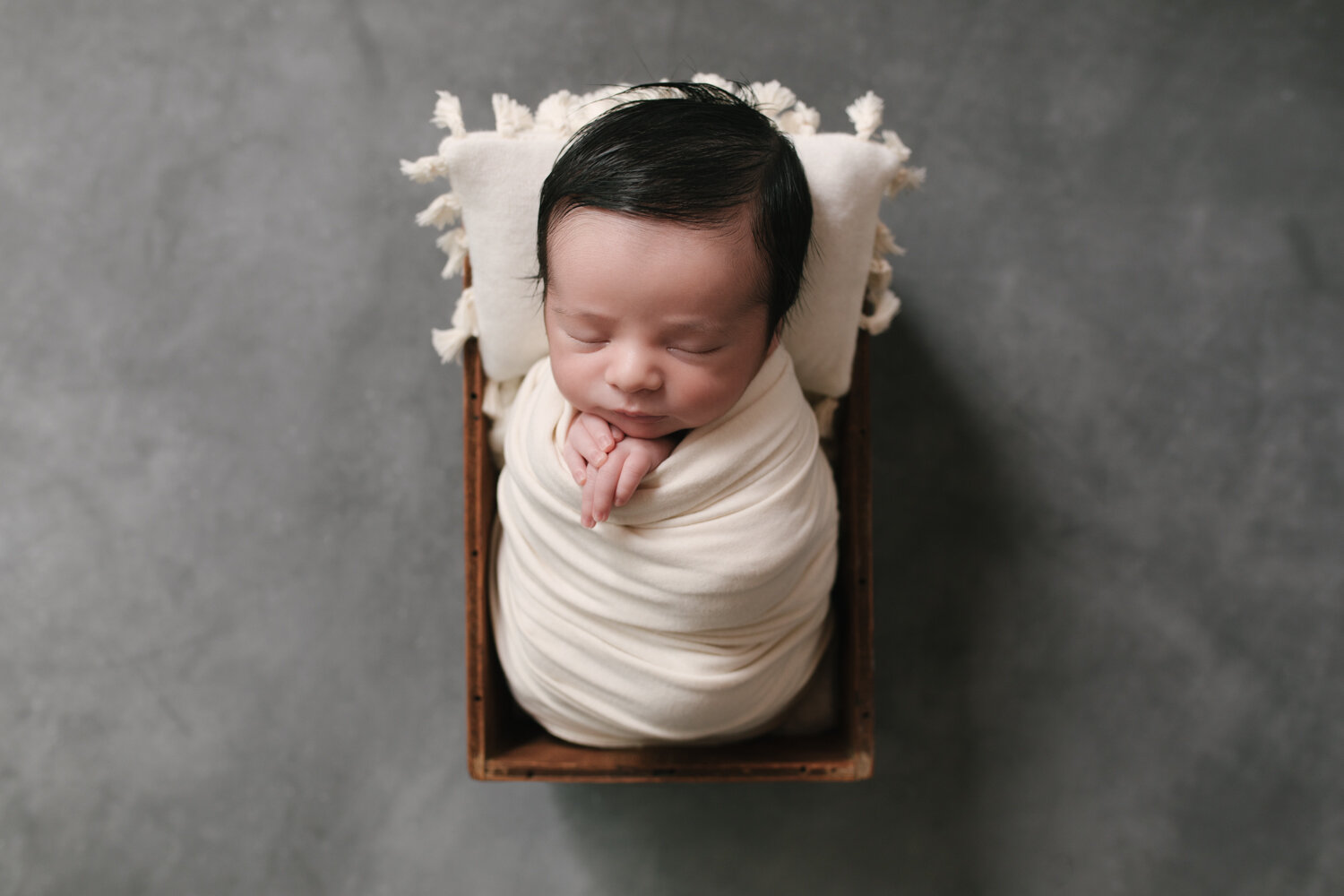 Simple_Minimalist_Newborn_Session_Mini_Newborn_Shoot_Inexpensive_Newborn_Photos_in_Boardman__ohio_with_Turkish_and_Romanian_Baby_Baby_Boy_Cream_and_Gray_Baby_Pictures_by_Newborn_Photographer_Christie_Leigh_Photo_in_Farmdale_OH-5.JPG