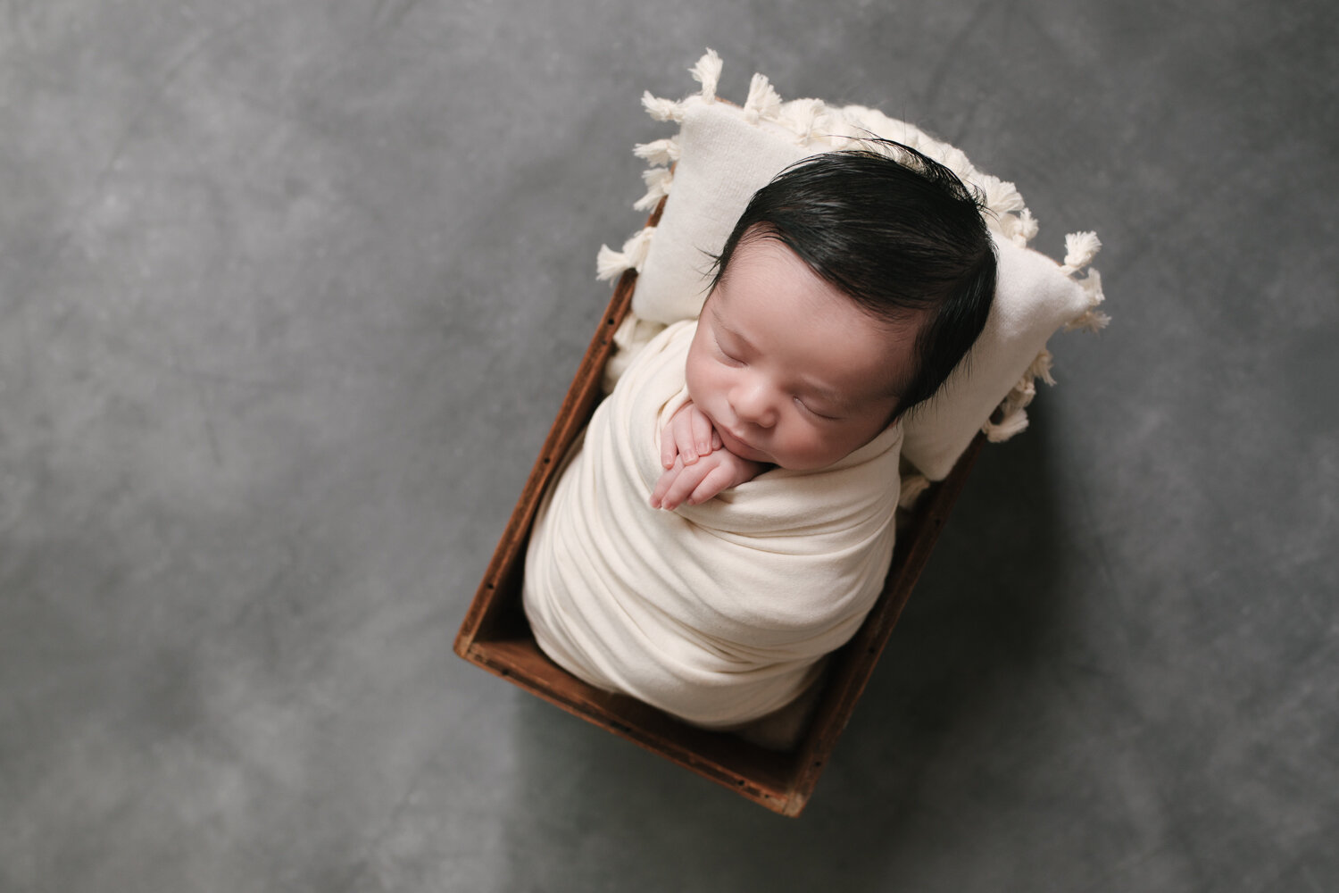 Simple_Minimalist_Newborn_Session_Mini_Newborn_Shoot_Inexpensive_Newborn_Photos_in_Boardman__ohio_with_Turkish_and_Romanian_Baby_Baby_Boy_Cream_and_Gray_Baby_Pictures_by_Newborn_Photographer_Christie_Leigh_Photo_in_Farmdale_OH-7.JPG