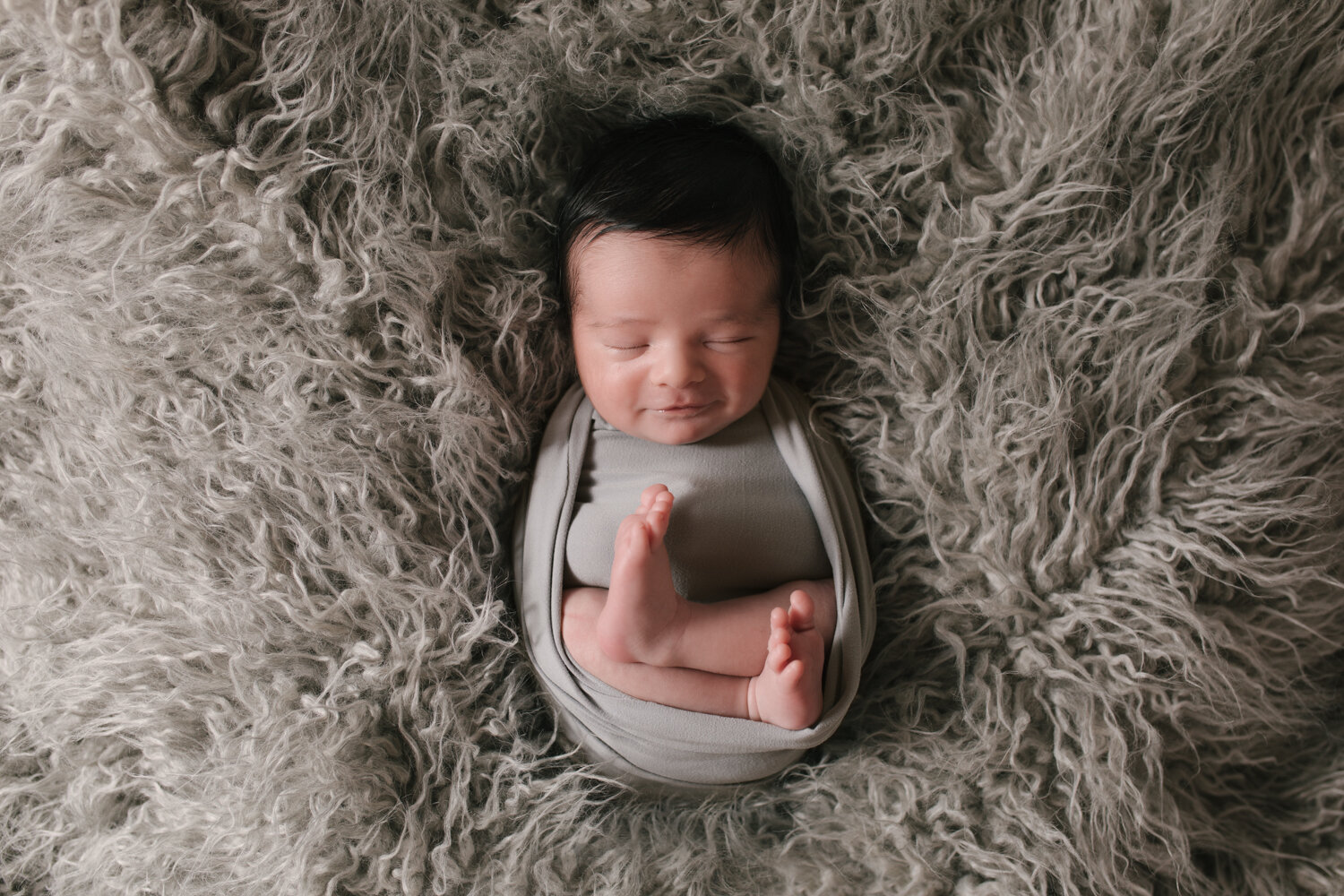 Simple_Minimalist_Newborn_Session_Mini_Newborn_Shoot_Inexpensive_Newborn_Photos_in_Boardman__ohio_with_Turkish_and_Romanian_Baby_Baby_Boy_Cream_and_Gray_Baby_Pictures_by_Newborn_Photographer_Christie_Leigh_Photo_in_Farmdale_OH-18.JPG