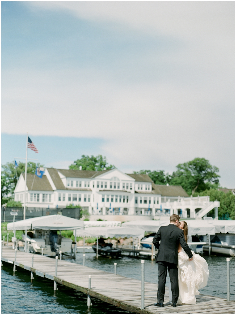 MN Weddings-White Bear Yacht Club_0032.jpg