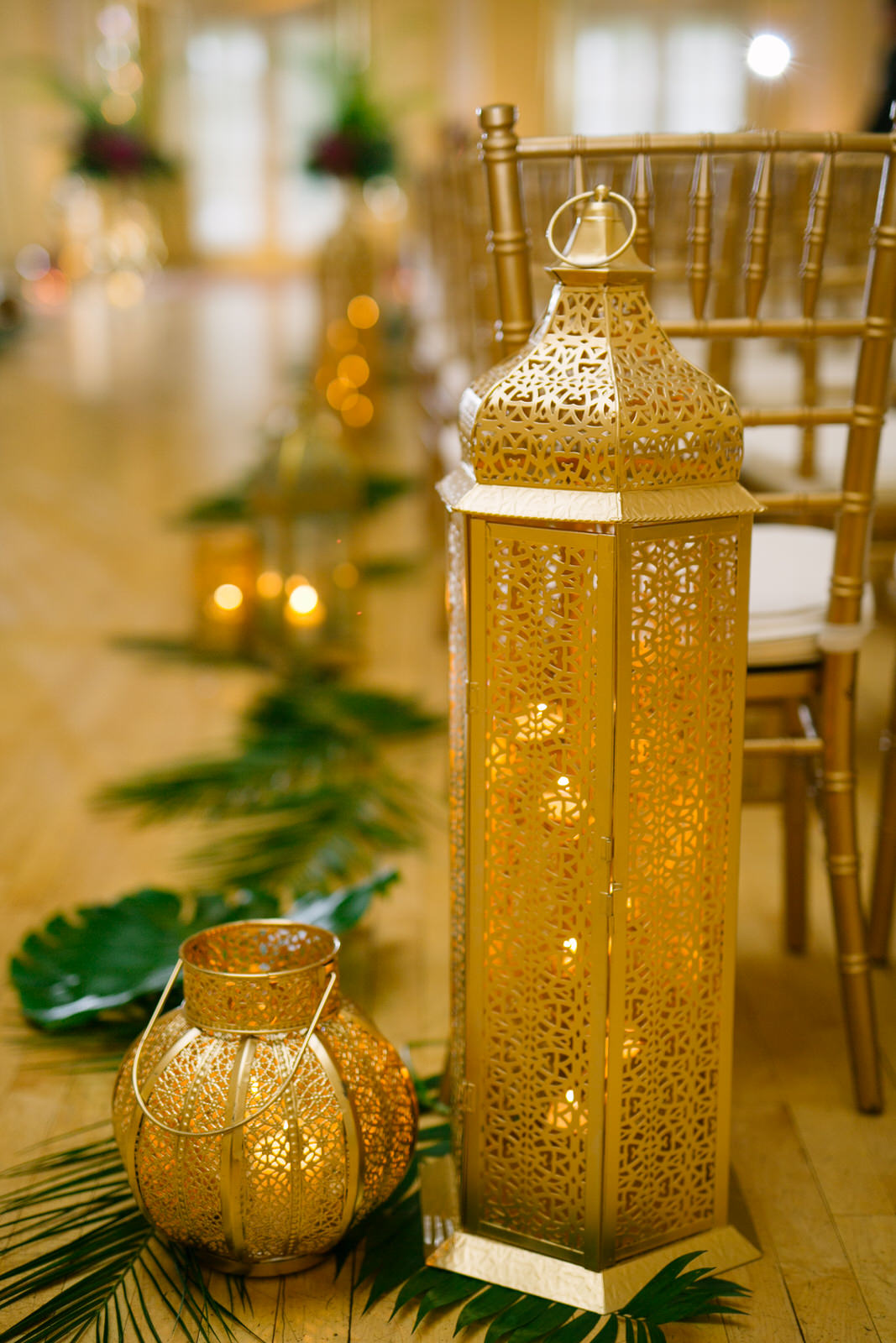 gold lantern decor for wedding ceremony