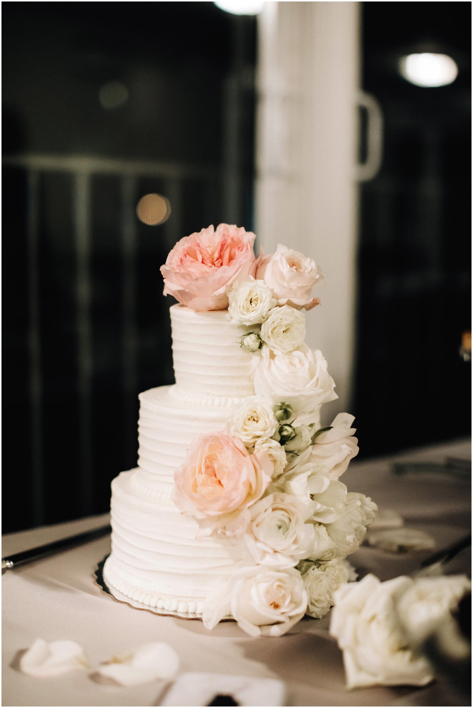 Minnesota Wedding Planner. Lafayette Club Wedding. Wedding Reception Inspiration. Wedding Decor. White wedding cake with floral